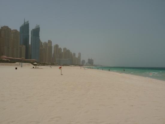 La ville prend le pas sur la plage