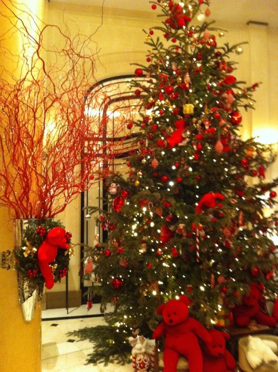 Sapin de Noël de l'hôtel Plaza Athénée
