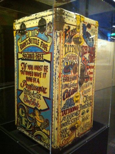Caisse de tatoueur ambulant, XIXe siècle