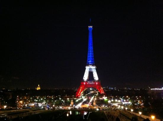 La Tour Eiffel aux couleurs du drapeau tricolore