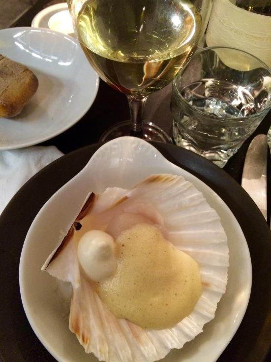 Premier service de la Saint-Jacques, sabayon à la vanille Bourbon et crème fouettée