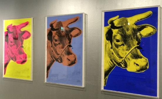 Cow, 4 variations. Andy Warhol (1966). Encre sérigraphique sur papier peint. Edition non numérotée.