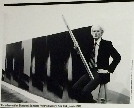 Andy Warhol devant les Shadows, New-York, 1979