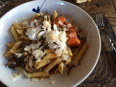 Tagliatelles aux aubergines frites, ricotta et parmesan