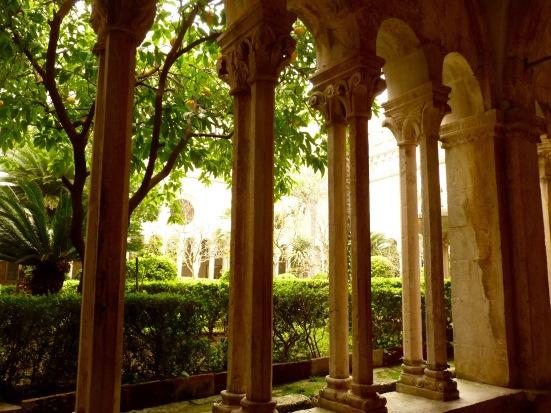 Cloître du monastère des Franciscains