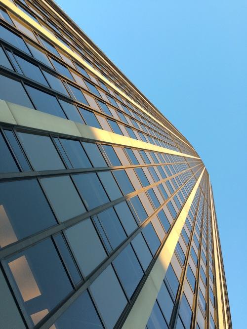 Au pied de la tour Montparnasse, Paris